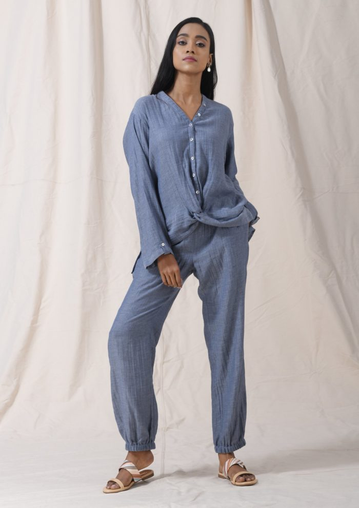 Twist knot top blue Front scaled